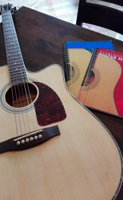 セブで買ったギター.jpg